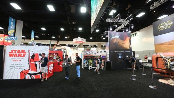 comic-con-2015-convention-floor-picture-image (103)
