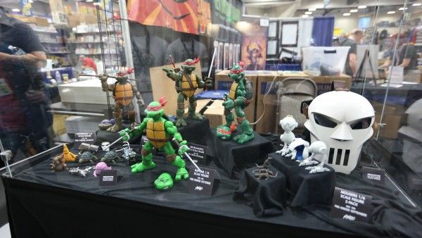 comic-con-2015-convention-floor-picture-image (34)