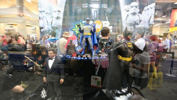 dark-knight-hot-toys-sideshow-collectibles-booth-picture-comic-con (2)