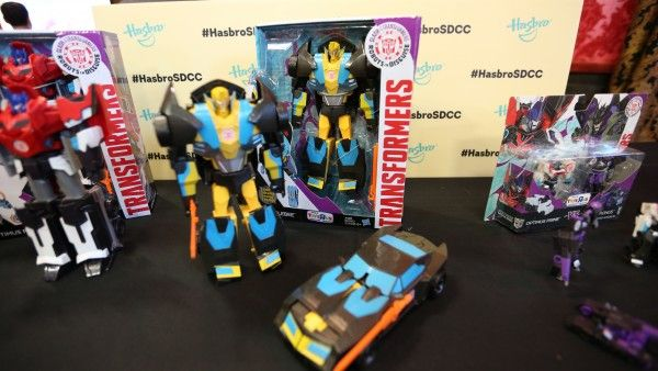 hasbro-transformers-jem-star-wars-toy-pictures-comic-con (19)
