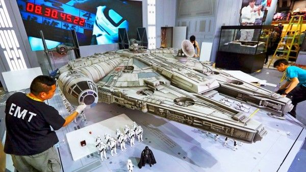 hot-toys-millennium-falcon-image-18-foot-long-sixth-scale (1)