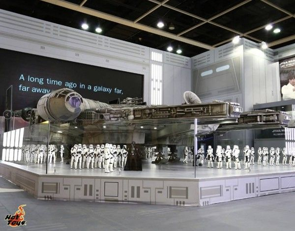 hot-toys-millennium-falcon-image-18-foot-long-sixth-scale (4)