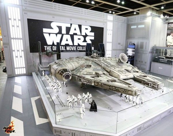 hot-toys-millennium-falcon-image-18-foot-long-sixth-scale (6)