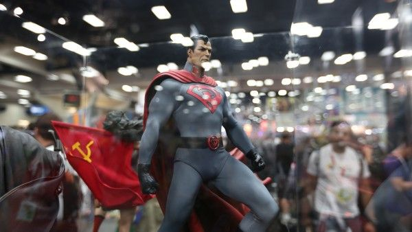 superman-hot-toys-sideshow-collectibles-booth-picture-comic-con (48)
