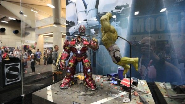 hulkbuster-hot-toys-sideshow-collectibles-booth-picture-comic-con (1)