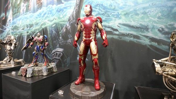 iron-man-hot-toys-sideshow-collectibles-booth-picture-comic-con (1)