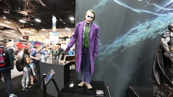 joker-hot-toys-sideshow-collectibles-booth-picture-comic-con (1)