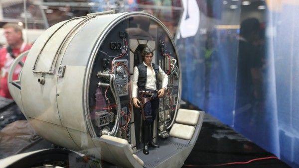 millennium-falcon-cockpit-hottoys-sideshow-picture (1)