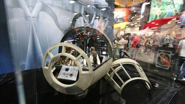 millennium-falcon-cockpit-hottoys-sideshow-picture (7)