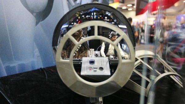 millennium-falcon-cockpit-hottoys-sideshow-picture (9)