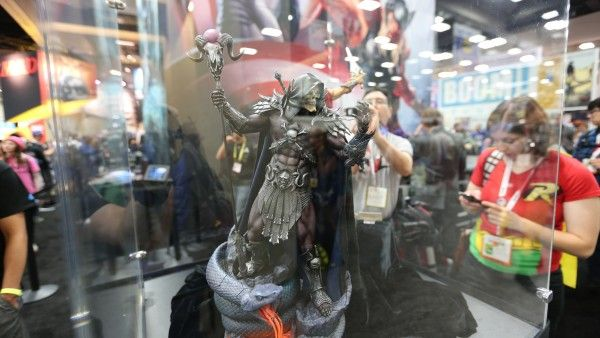 skeletor-hot-toys-sideshow-collectibles-booth-picture-comic-con