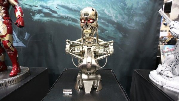 terminator-hot-toys-sideshow-collectibles-booth-picture-comic-con (2)
