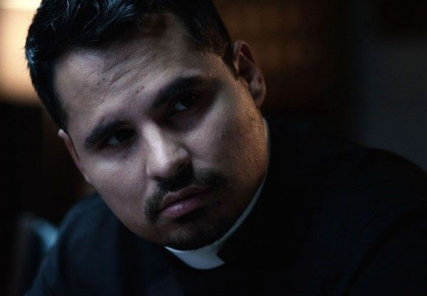 the-vatican-tapes-michael-pena-image
