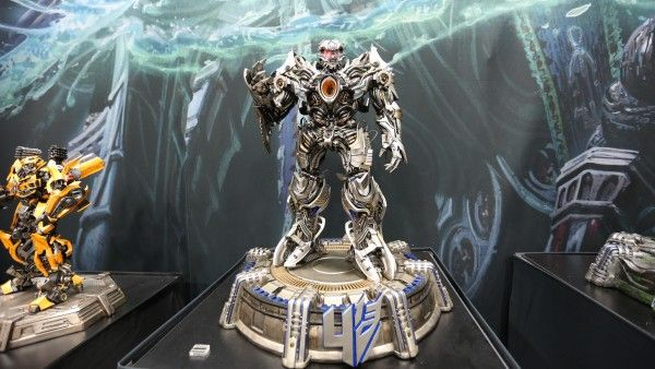 transformers-hot-toys-sideshow-collectibles-booth-picture-comic-con (2)