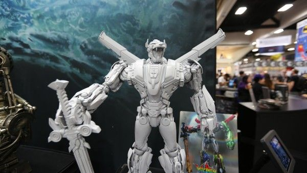 voltron-hot-toys-sideshow-collectibles-booth-picture-comic-con (2)