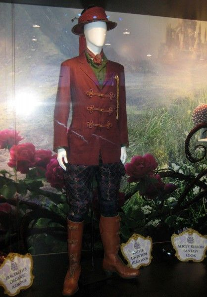 alice-through-the-looking-glass-hatter-costume-d23-expo