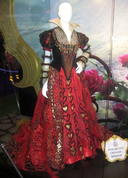 alice-through-the-looking-glass-iracebeth-organic-armour-costume-d23-expo