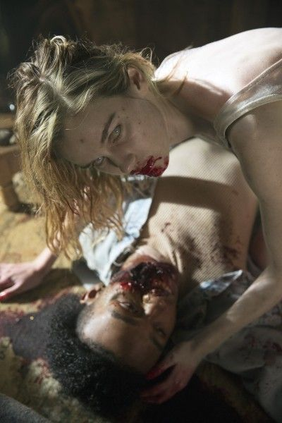 fear-the-walking-dead-season-1-episode-1