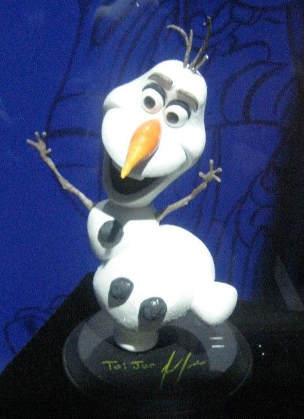 frozen-olaf-statue-d23-expo
