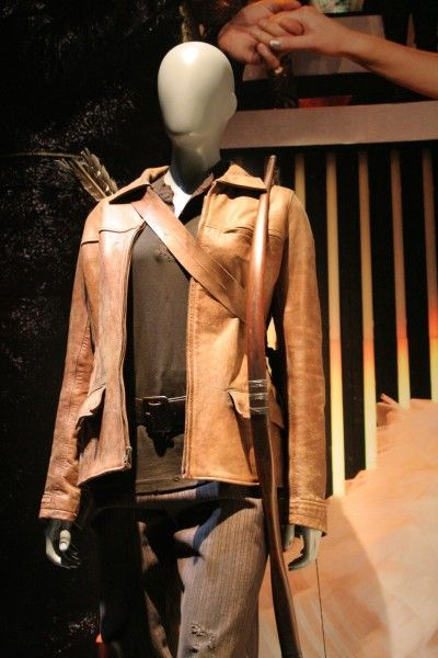 hunger-games-experience-katniss-costumes-3