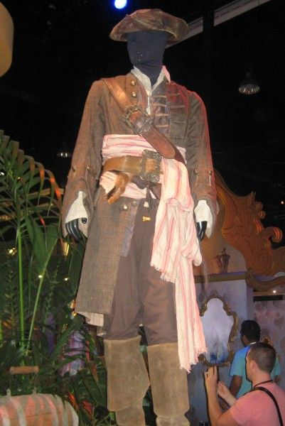 pirates-of-the-caribbean-costume-d23-expo
