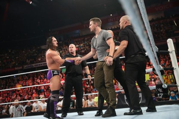 stephen-amell-monday-night-raw-wwe