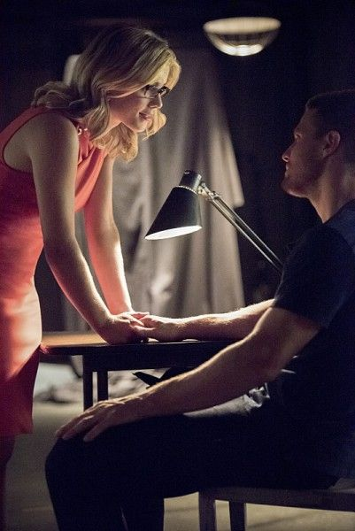 arrow-season-4-image-emily-bett-rickards-stephen-amell