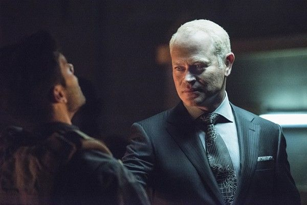 arrow-season-4-image-neal-mcdonough