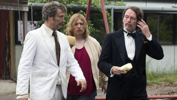 men-and-chicken-movie-image