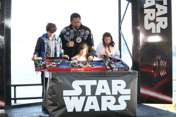star-wars-the-force-awakens-lightsaber-toys