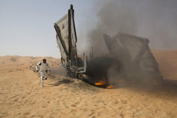 star-wars-the-force-awakens-tie-fighter-finn