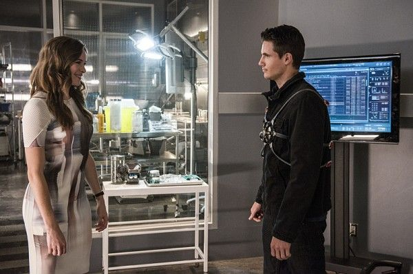 the-flash-season-2-robbie-amell-panabaker