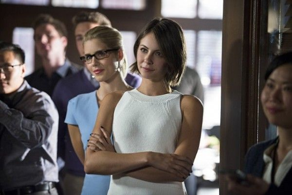 arrow-image-beyond-redemption-emily-bett-rickards-willa-holland