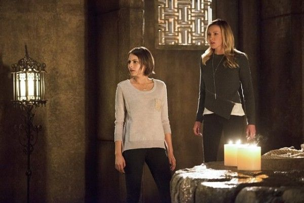 arrow-recap-restoration-image-willa-holland-katie-cassidy