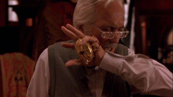 Cronos: Guillermo Del Toro Movies Review | Collider