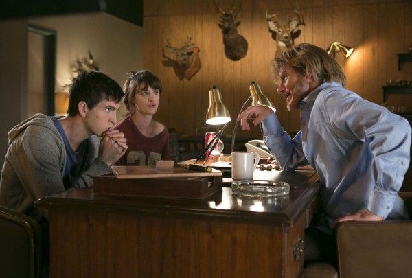 freaks-of-nature-nicholas-braun-mackenzie-davis-denis-leary