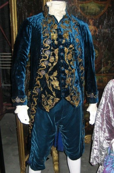 interview-with-the-vampire-costumes-05