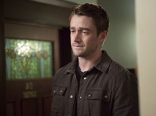 izombie-season-2-robert-buckley-02
