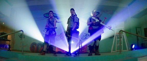 scouts-guide-zombie-apocalypse-logan-miller-joey-morgan-tye-sheridan