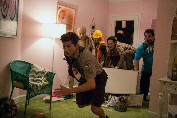 scouts-guide-zombie-apocalypse-tye-sheridan-3