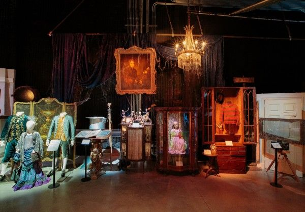 warner-bros-studio-tour-horror-made-here-exhibit-01