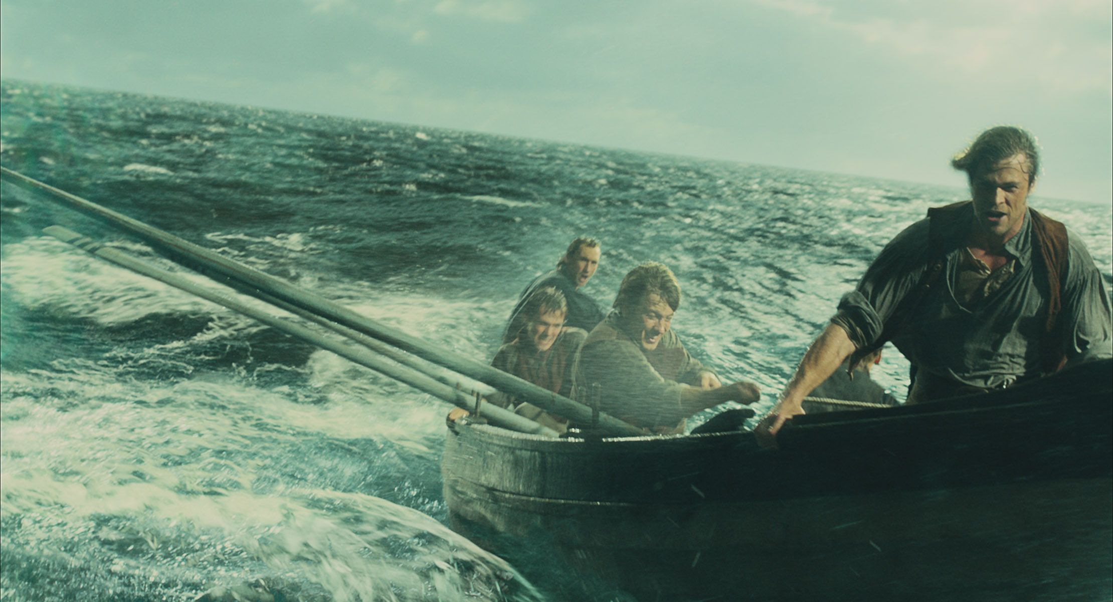 in the heart of the sea images chris hemsworth vs a