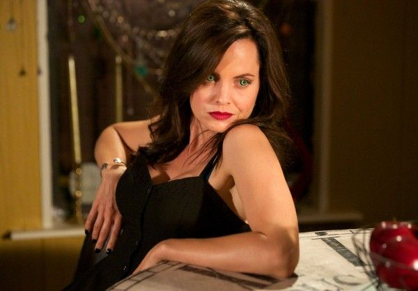 south-of-hell-mena-suvari-02