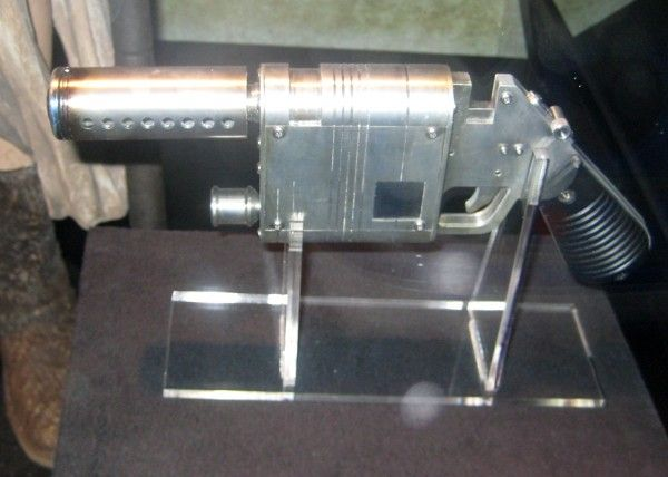 star-wars-launch-bay-rey-blaster