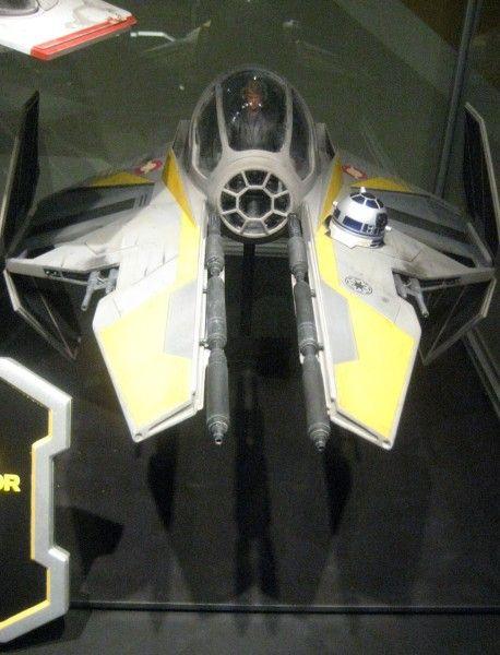 star-wars-launch-bay-40
