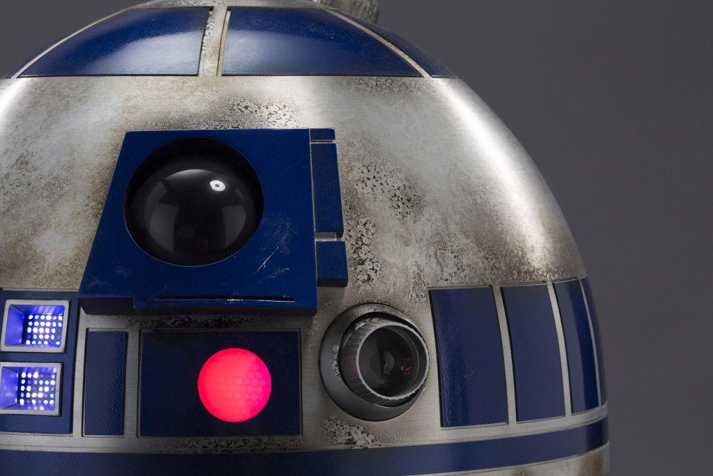 Star wars the force awakens r2 d2 explained collider for Planeta de agostini r2d2