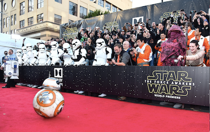 star-wars-the-force-awakens-premiere-bb-8