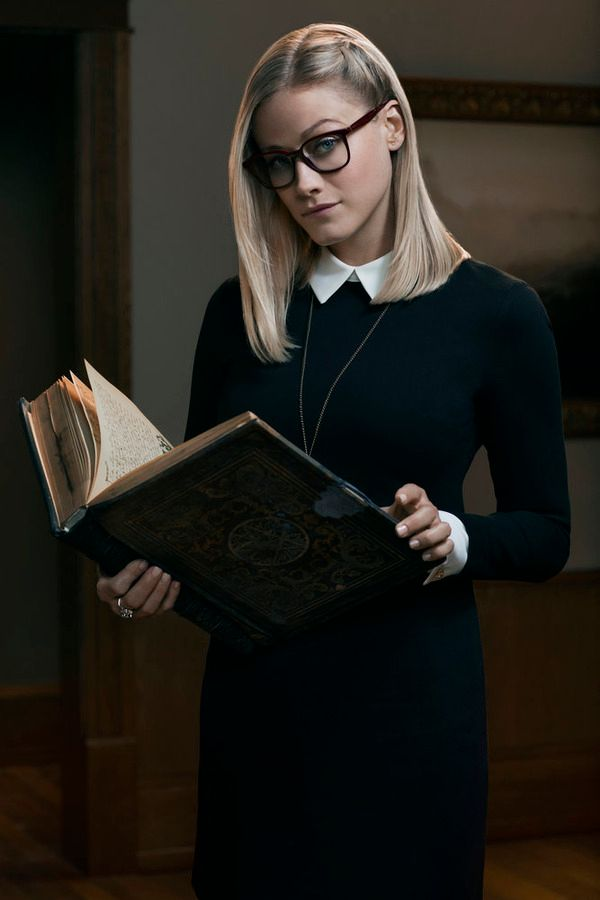 the magicians review lev grossman 39 s series comes to syfy collider. Black Bedroom Furniture Sets. Home Design Ideas