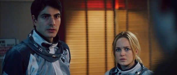 400-days-brandon-routh-caity-lotz