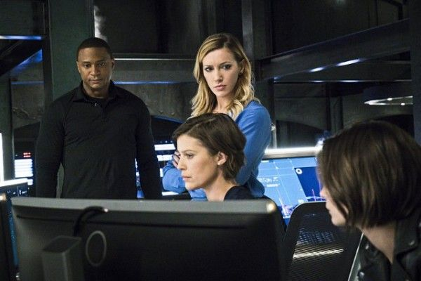 arrow-season-4-image-diggle-lyla-laurel-thea